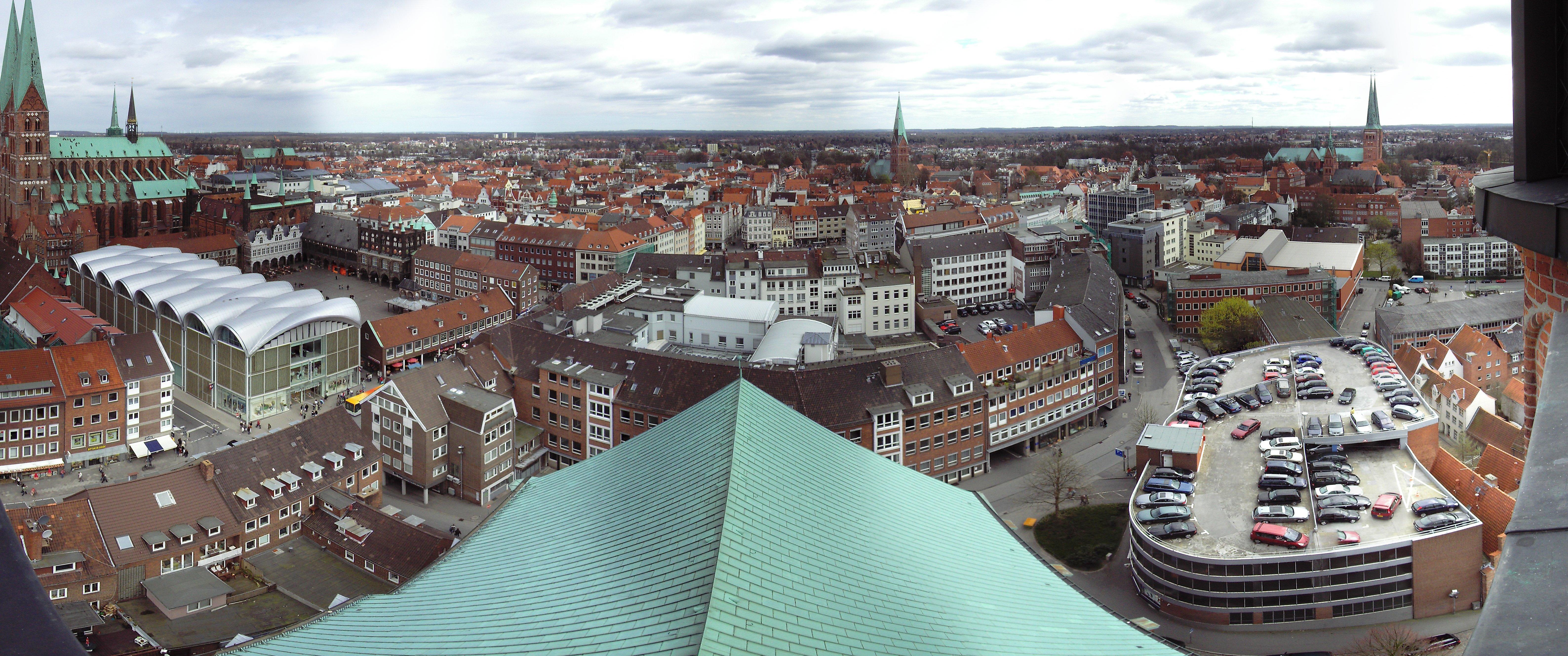 Panorama der Aussicht von St. Petri in Lübeck nach Osten